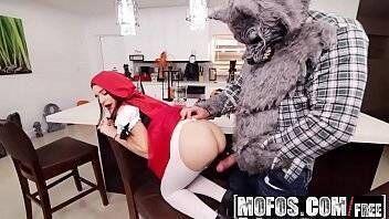 Porno fantasia sexual da novinha vestida de chapeuzinho vermelho