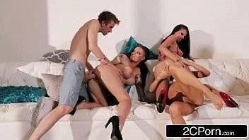 3Movs suruba boa com quatro putas e dois malandros que adoram praticar sexo grupal