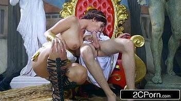 Baixa video pono príncipe recebeu visita especial de moreninha peituda bem gostosa para satisfazê-lo