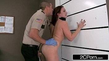 Fake porno gostosa foi pedir informação na delegacia e acabou fudendo com soldado