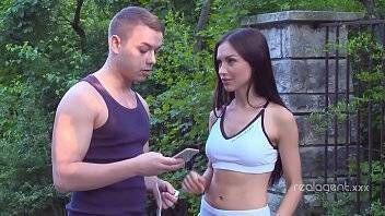 Novinha fitness dando pro amigo