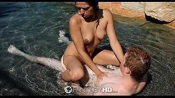 Os melhores porno novinha linda fazendo sexo no mar com brancão tarado por bucetas raspadinhas