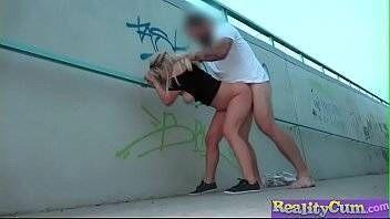 Porno em público com a loira peituda
