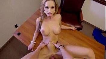 Porno escritorio com a secretaria novata