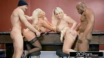 Porno gratuito suruba boa com duas loiras gostosas fodendo com os dotados