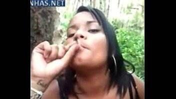 Sexo na favela amadora pagando boquete por maconha