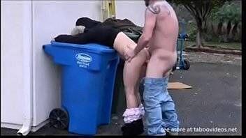 Teen Forced lixeiro sacana abusando da ninfa