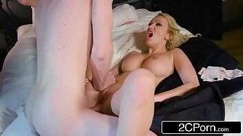 Vídeos de sexo loirinha gostosa tomando na sua buceta lisinha deliciosa