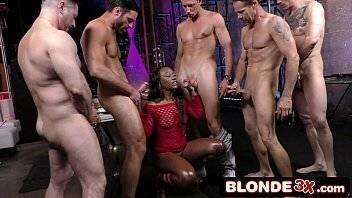 Www pornoirado com negra gostosa fazendo suruba com vários machos