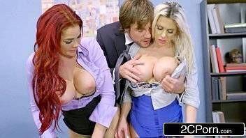 Xporno ninfetinhas gostosas loirinha e ruiva bem safadas fazendo sexo gostoso com bonitão