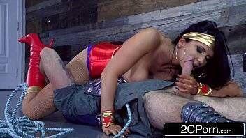 Xvidio mulher maravilha fazendo sexo oral gostoso com macho tarado