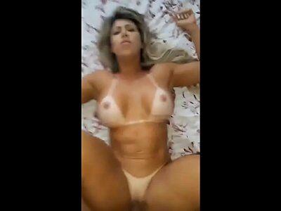 Caiu na net vídeo porno de loira casada dando para seu amante sem camisinha