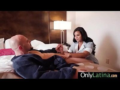 Porno empregada patrão liberou a empregada do serviço pra foder com ele
