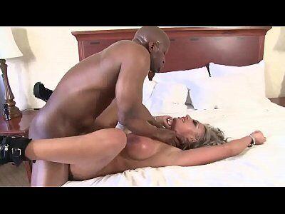 Pornozao com loira maravilhosa fazendo sexo na banheira e gemendo fininho