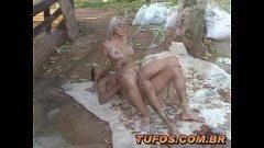 Sexo anal com a loirinha na fazenda