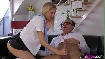 Xvideos loirinha indecente fazendo sexo com papai