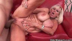 Video sexo gratis com coroa peituda gostosona