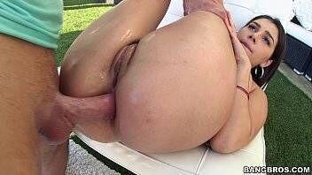 Porno anal quente com gata branca de bunda grande
