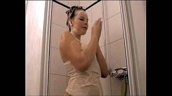 Porno loiuco loirinha rabuda tomando banho