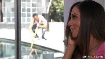 Atriz porno Ariella Ferrera transando com casal