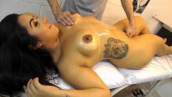 Macho safadão fez massagem e chupou buceta gostosa da safadinha