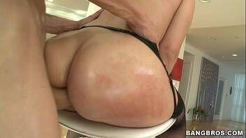 Sexo anal forte com morena rabuda muito gostosa