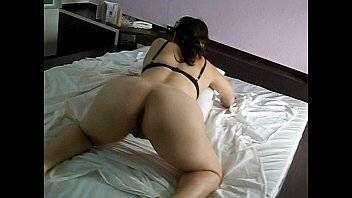 Buceta suculenta da esposa sendo filmada de quatro