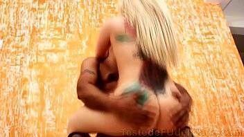 Corno filmando esposa gostosa dando para outro macho