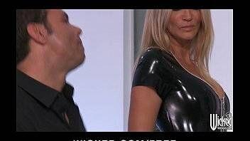 Coroa dando sua buceta conservada no porno