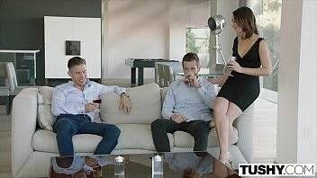 Filme de sexo lindo com uma novinha dando o cu