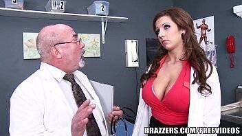 Fodendo buceta da médica peituda no hospital