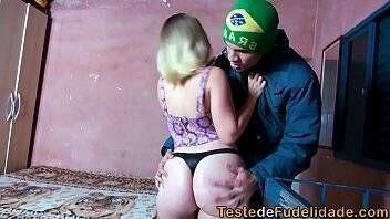 Loira brasileirinha deu pro seu primo safadão no barraco da favela