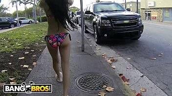 Novinha da Venezuela muito gostosinha transando com dotado