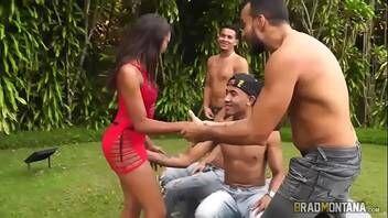 Porno nacional novinha morena praticando belo sexo com o bonde