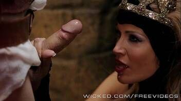 Rainha gostosa fazendo sexo com um plebeu