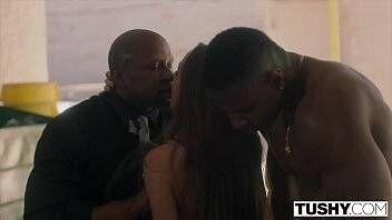 Delicia de novinha fazendo sexo com machos