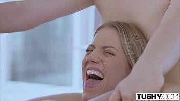 Gatas gostosas fazendo sexo anal com macho dotado