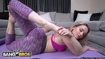 Loira de bunda grande fazendo sexo gostoso