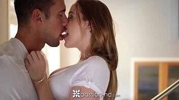 Sexo intenso no xvideos porno com novinha puta