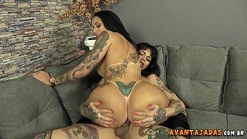 Transex gostosa na webcam fodendo sua namorada