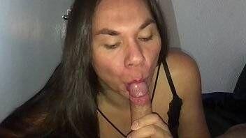 Travestis de brasilia chupando pau do seu cliente