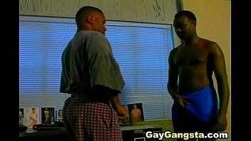 Pica no cu do gay passivo em video porno