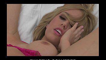Sua vizinha deliciosa em video porno grátis se masturbando pela webcam