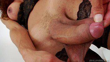 Travestis pirocudas gostosas em vídeo de ousadia