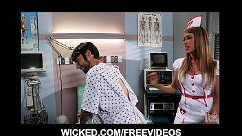 Brazzers tras uma médica realizando o sonho do paciente em foder uma gostosa dentro do hospital em quanto esta doente
