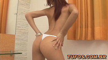 Gostosa brasileira em um sexo hardcore com homem que se colocou a ajudar ela em sua casa e em um bom sexo
