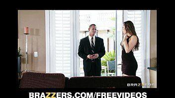 Nude vista mostra um empresario cantando a novinha da casa ao lado para fazer sexo