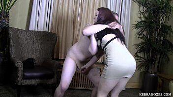 Playblog tas um sexo antigo com uma gostosa praticando espancamento na pica desse marmanjo