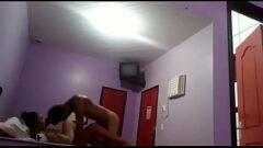 Video caseiro de uma ninfetinha deliciosa transando com seu namorado em um motel