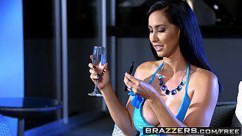Video porno de uma gostosa abertinha pronta para transar com marmanjo super dotado em filme porno